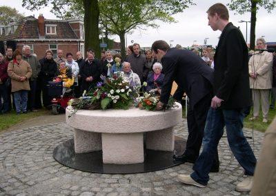 Kransleging monument Hoogezand